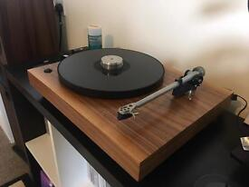 MID ENTRY LEVEL TURNTABLE