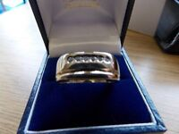 Gents 9ct Gold and diamond Ring size Z