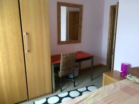 Lovely double room in quiet clean home.