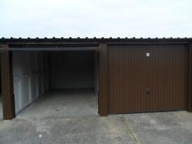 Lock up Garage to Let in Leeds