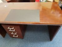 Mahogony style desk with portable drawers and leather inlet