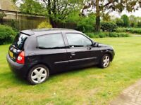 Renault Clio (02 plate)