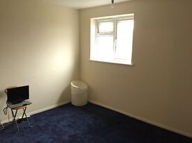 Double room in large 2 bed flat. quiet neighbourhood great location.15mins walk to clapham junction
