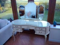 Orginal Vintage Queen Anne style Dressing Table with Two Bedside Cabinets.