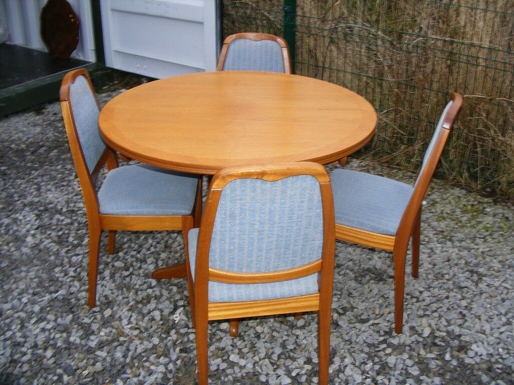 Can deliver parker knoll extending dining table 4 chairs in very good condition