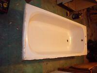 Acrylic bath in good condition