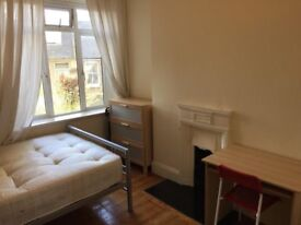 COSY DOUBLE BEDROOM NEAR CANNING TOWN