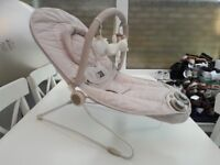 Mamas&papas baby rocker with vibration, music and play arch