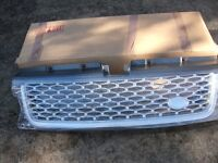 BRAND NEW IN BOX UNUSED RANGE ROVER SPORT AUTOBIOGRAPHY GRILL WITH BLACK OVAL BADGE STILL IN BOX