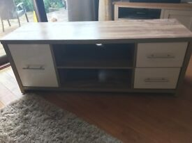 To cabinet cream and oak effect