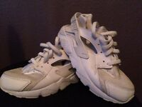 Girls size 13.5 White Nike Air Huarache Trainers