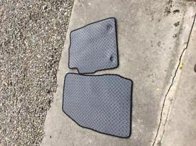 Heavy duty rubber floor mats