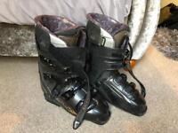 Ski boots Salomon 27.5 size 9.5 complete with carry bag