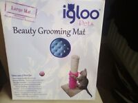 Grooming mat for cats