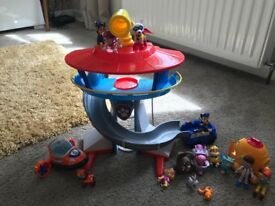 Paw patrol lookout tower and other figures
