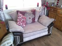3 seater sfa and 2 seater love chair suite