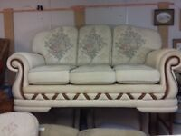 3 Seater Sofa & 2 Matching Chairs in Ex Cond
