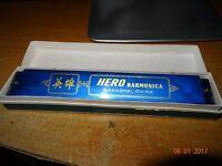 harmonica hero & jambone