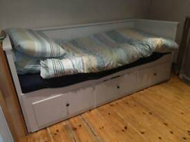Day bed w/ 3 drawers & 2 matresses