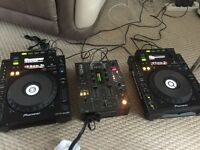 Pioneer CDJ 900 and DJM 400