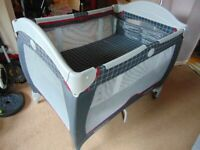 Graco travel cot with bassinet - good condition