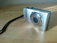 Digital Camera - Canon IXUS 870 IS - with accessories