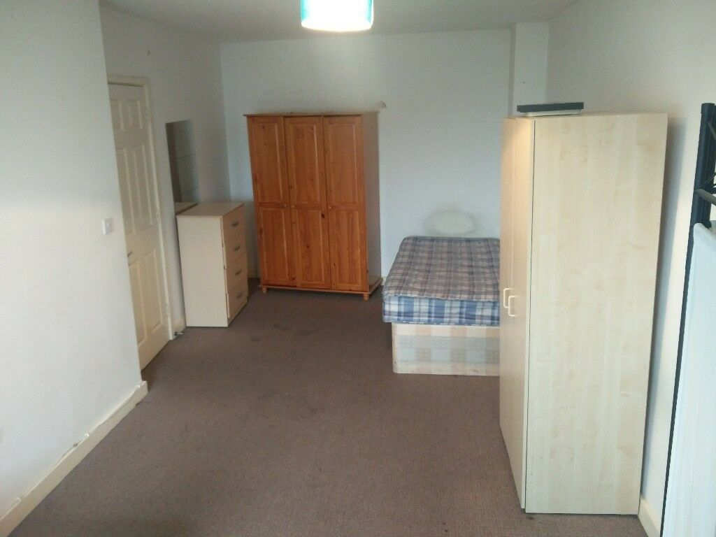 Excellent shared room/ Excelente habitación para compartir