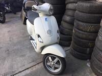 Piaggio Vespa lx 125 | ice white | bargain | great for summer
