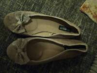 Lady's shoes size 8 make me offer