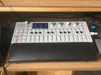 OP-1 teenage engineering & mixing table OP-1 Stand