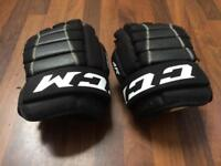 Junior ice hockey gloves [CCM]