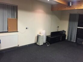 Office to rent in CARDIFF CENTER with PARKING! £400PCM INCLUDING BILLS
