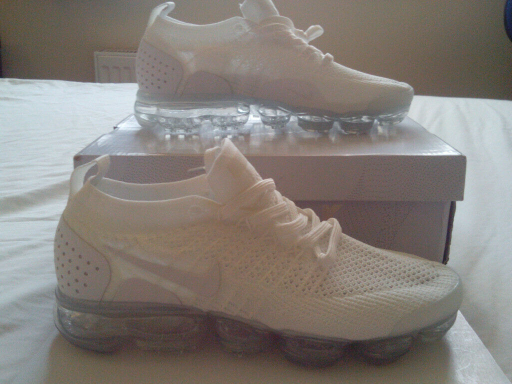 3a8a9c2935a5 Nike Air VaporMax Flyknit 2 Triple White Platinum UK 8 (RARE)
