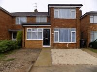 Large 5 Bed House with 2 bathrooms, 2 kitchens close to Hospital and Motorway, Ideal for 2 Families
