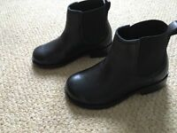 Girls leather Chelsea boots