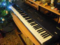 Korg Kronos 88 weighted key workstation/piano/synth with flightcase