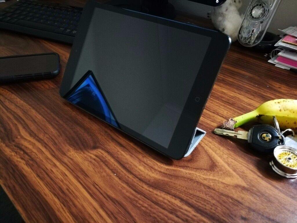 iPad Mini 1st Gen 32GB Wifi + Cellular - With genuine Apple flip case