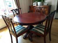 Beautiful dining table and chairs in great condition