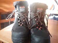 Mens waterproof safty boots.