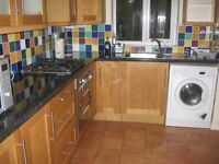 Large bright room available on weekly let just 10 mins walk from University, 15 mins to city by bus