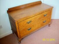 Beautiful small old oak chest of drawers, with brass handles