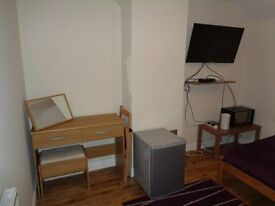 Double Room and Single Room to Let