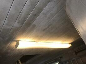 6 foot double fluorescent light fitting