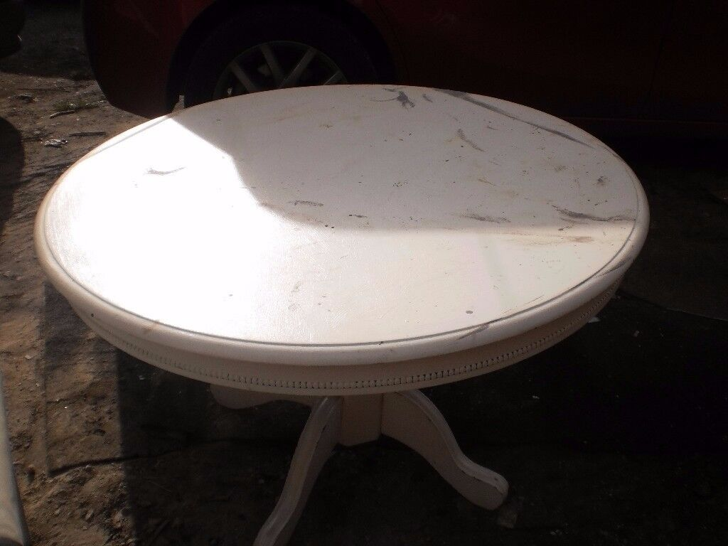 large round table (could do with rubbing down)