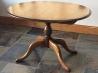 Ercol Chesterfield medium extending pedestal table in very good condition