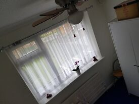 Fuly furnished single room to let with full use of facilities
