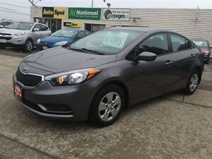 2014 Kia Forte LX/ WE FINANCE !/PRICED FOR A QUICK SALE!! Kitchener / Waterloo Kitchener Area image 3