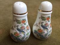 Beautiful Wedgwood Kutani Crane salt and pepper pots, with gold edge