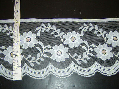 (5 inch wide White and Gold lace trim 10 yds     (4252))