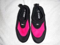 Girls Crane water shoes size 1